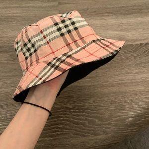 Reversible🔄 Burberry Bucket Hat
